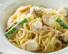Creamy scallop and asparagus pasta