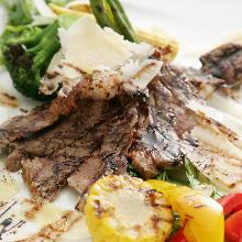 本日オススメの牛肉のタリアータ パルミジャーノレッジャーノとバルサミコソース
