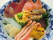 Rice bowl with snow crab and 9 kinds of seafood