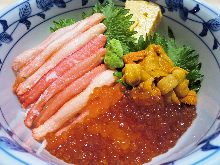 Rice bowl with sea urchin, crab, and salmon roe