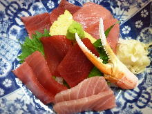 Rice bowl with assorted parts of tuna