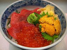 Seafood rice bowl with tuna, salmon roe and sea urchin