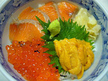 Seafood rice bowl with salmon, salmon roe and sea urchin