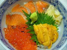 Seafood rice bowl with salmon, salmon roe and sea urchin