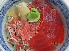 Minced red tuna and spring onion rice bowl