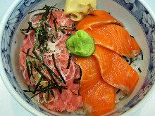 Minced raw tuna and salmon rice bowl