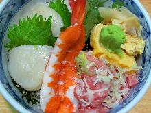 Minced raw tuna and scallops rice bowl