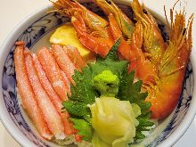 Boiled prawn and crab claw rice bowl