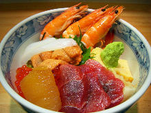 Seafood rice bowl with tuna, herring roe, salmon roe, sea urchin, squid, boiled prawn and egg