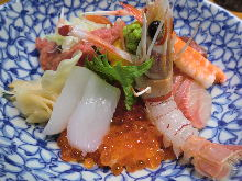 Seafood rice bowl with backbone flesh and eight types of seafood