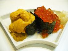 Overflowing iIkura (salmon roe) sushi