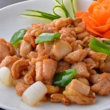 Stir-fried celery and cashew nuts