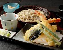 Buckwheat noodles on a bamboo strainer served with Tempura