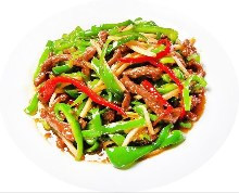 Stir-fried beef and green peppers