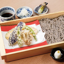Buckwheat noodles served on a bamboo strainer with vegetable tempura
