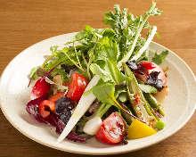 12種類の野菜の菜園風サラダ