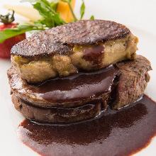 """国産和牛フィレ肉(80g)とハンガリー産フォアグラの重ね焼き""""ロッシーニ"""""""