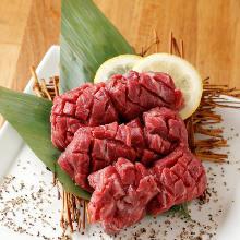 Thickly-cut wagyu beef premium skirt steak