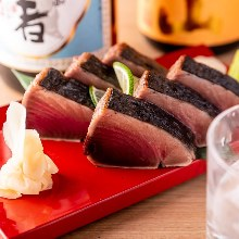 Straw-seared skipjack tuna