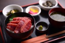 Medium-fatty tuna rice bowl set meal