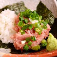Hand-rolled tuna and spring onion sushi