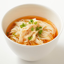 Noodles topped with chicken