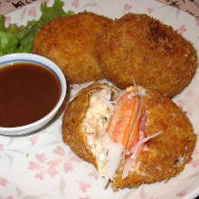 Crab cream croquette with American sauce