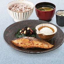 Charcoal-grilled ocean Japanese butterfish marinated in soy sauce rice-malt set meal