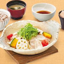 Pork and vegetable steamed hotpot set meal