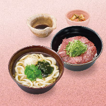 Tuna rice bowl (six slices) and wheat noodles (hot)