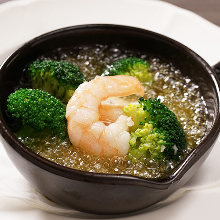 Shrimp and broccoli ajillo