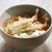 Wheat noodles with shrimp tempura