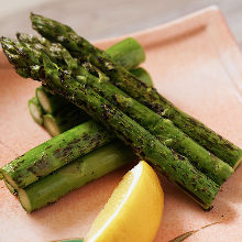 Charcoal grilled asparagus