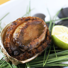 Grilled live abalone