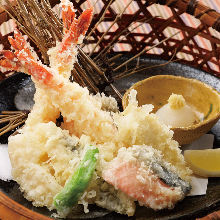Assorted seafood tempura