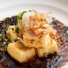 Deep-fried tofu in broth with seaweed