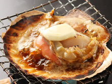 Grilled live scallop with butter and soy sauce
