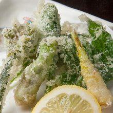 Wild vegetable tempura