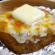Steamed potato grilled with cheese