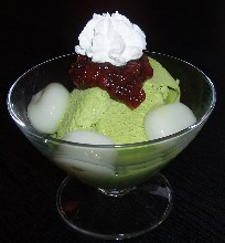 Shiratama (rice flour dumplings) with matcha ice cream