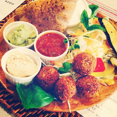 Chickpea falafels prove megahit at Shin-Koenji vegan eatery (Minkei News Koenji)