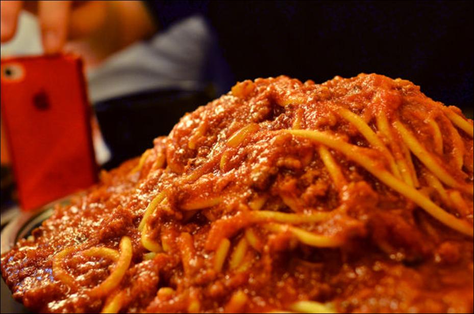 Fukuchan's food adventures: a journal of gigantic meals. Episode 2: Gigantic pasta in Akihabara