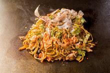 Yakisoba noodles with pork and kimchi
