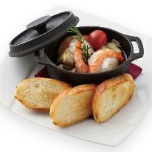 Shrimp and scallops al ajillo