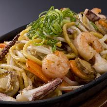 Seafood yakisoba with salt