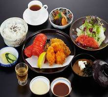 Assorted fried foods set meal