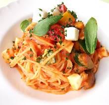 Mozzarella and tomato pasta