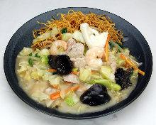 Seafood crispy udon noodle plate