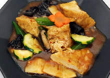 Stir-fried spicy fried tofu and vegetables
