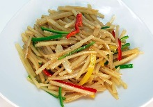 Stir-fried minced soybean meat, potato, green and bell pepper